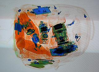 Escaneo de equipaje por rayos X. Imagen de Wikipedia.
