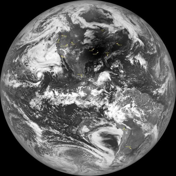 Imagen del eclipse solar del 21 de agosto de 2017 visto desde la Luna por la sonda LRO. Imagen de NASA/GSFC/Arizona State University.