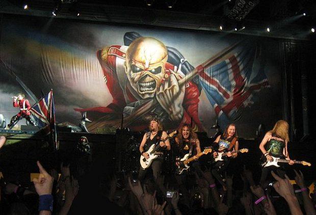 Iron Maiden en París en 2008. Imagen de Wikipedia / Metalheart / Swicher.