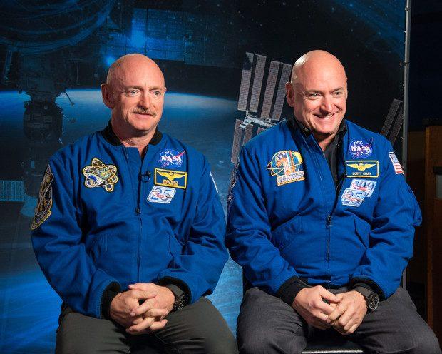 Los astronautas gemelos Mark y Scott Kelly han servido para estudios genéticos sobre la influencia de las condiciones del espacio. Imagen de NASA.