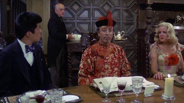 Sidney Wang (Peter Sellers) en 'Un cadáver a los postres' (1976). Imagen de Columbia Pictures.