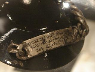 La pulsera de Saint-Exupéry, hallada en 1998. Imagen de Fredriga / Wikipedia.