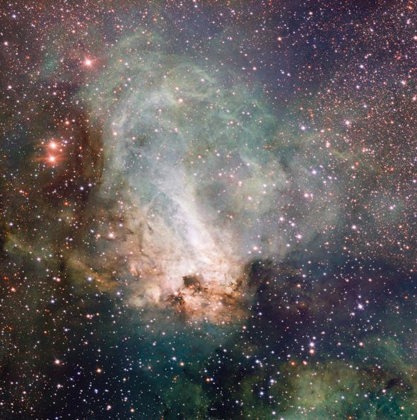 La nebulosa Omega o del Cisne. Imagen de ESO/INAF-VST/OmegaCAM. Acknowledgement: OmegaCen/Astro-WISE/Kapteyn Institute.