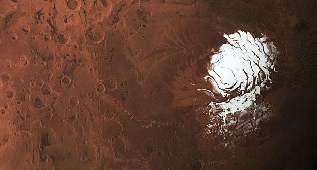 Casquete de hielo en el polo sur de Marte, bajo el cual puede existir un lago de agua líquida. No todo es hielo de agua, ya que el hielo seco (CO2) también está presente. Imagen de ESA/DLR/FU Berlin/CC BY-SA.