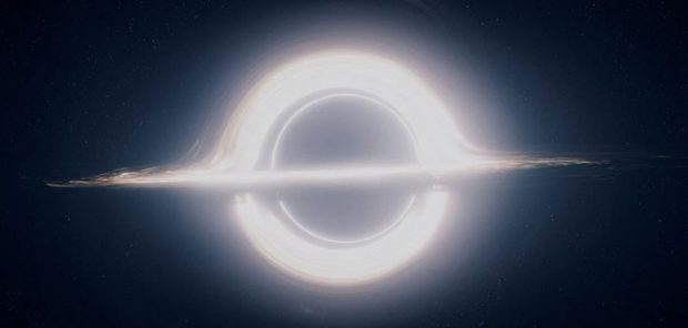 Agujero negro retratado en la película 'Interstellar'. Imagen de Paramount Pictures.