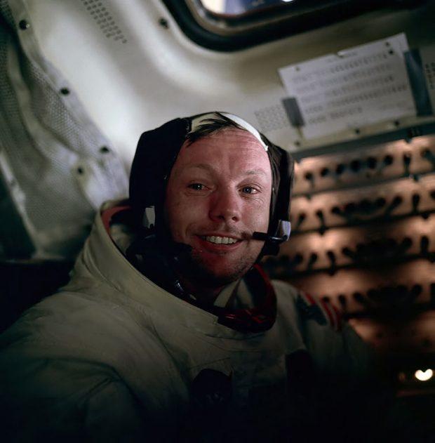 Neil Armstrong en el módulo lunar, el 20 de julio de 1969. Imagen de NASA / Edwin E. Aldrin, Jr. / Wikipedia.