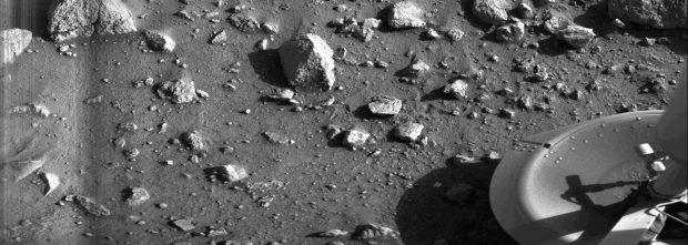 La primera imagen tomada en la superficie de Marte, por la sonda Viking 1 el 20 de julio de 1976. Imagen de NASA/JPL.