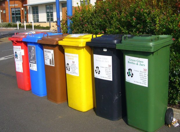 Contenedores de reciclaje. Imagen de pixabay.