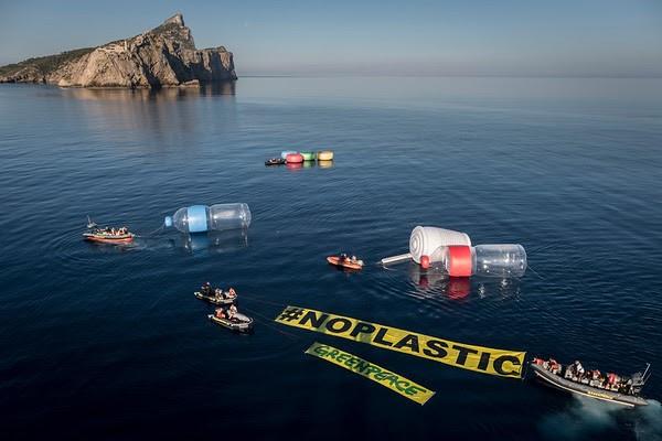 Campaña de Greenpeace contra los plásticos en 2017. Imagen de Greenpeace.