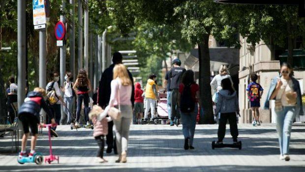 La salida de los niños a la calle el 26 de abril. Imagen de EFE / 20 Minutos.