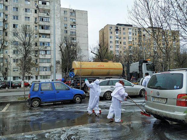 Desinfección de calles en Rumanía. Imagen de Eugen Simion 14 / Wikipedia.