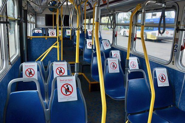 De poco sirve marcar distancias en lugares cerrados si la ventilación es deficiente. Imagen de Steve Morgan / Wikipedia.