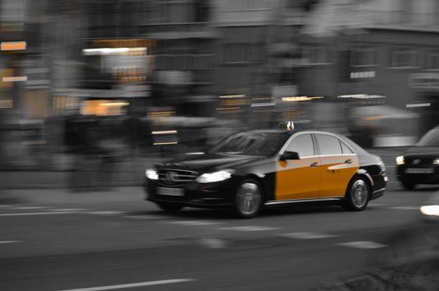Un taxi de Barcelona. Imagen de MaxPixel.