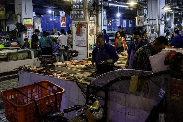 Mercado de Huanan, en Wuhan. Imagen de Skoleopgave1 / Wikipedia.