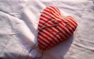 Corazón con agujas