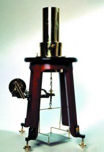 Generador piezoeléctrico conservado en el MNCN del CSIC. / Museo Virtual de la Ciencia del CSIC.