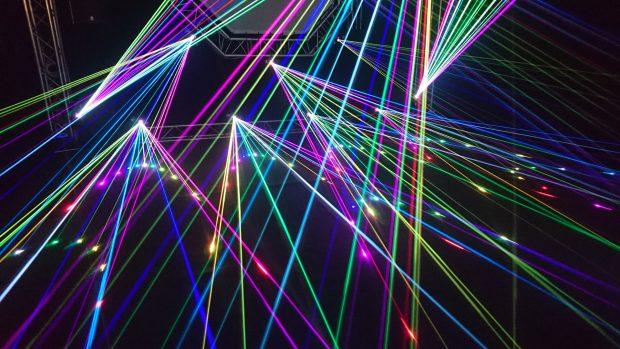 Espectáculo de luces con láseres. / kpr2 - Pixabay