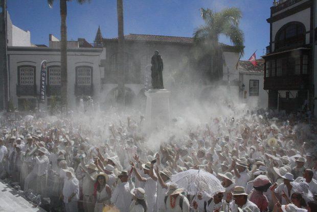 Celebración de Los Indianos en la Plaza de España en Santa Cruz de La Palma. / Ayuntamiento de Santa Cruz de La Palma - Wikipedia