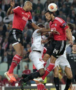 Garay durante su etapa en el Benfica