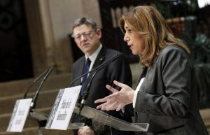 Ximo Puig observa a Susana Díaz