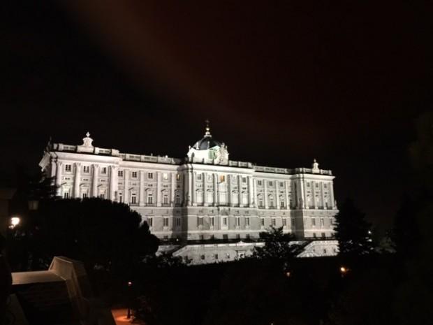 Saqué esta foto nocturna del Palacio Real el jueves pasado, mismo día del encuentro con Ban Ki-moon en el Salón de Tapices