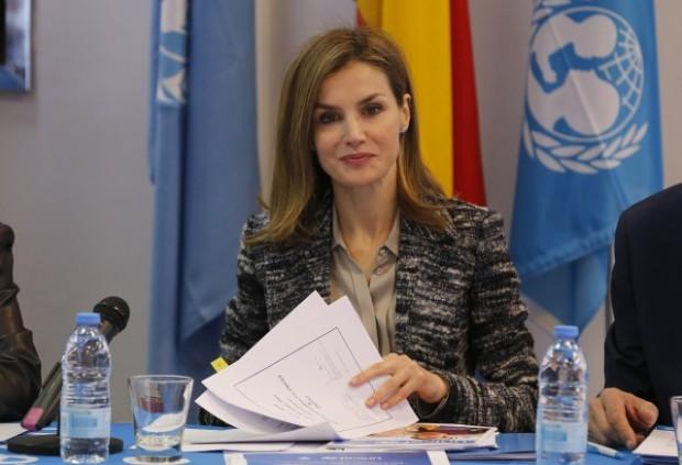 Doña Letizia, con chaqueta de Mango, en el Patronato de la Fundación Unicef, en 2013