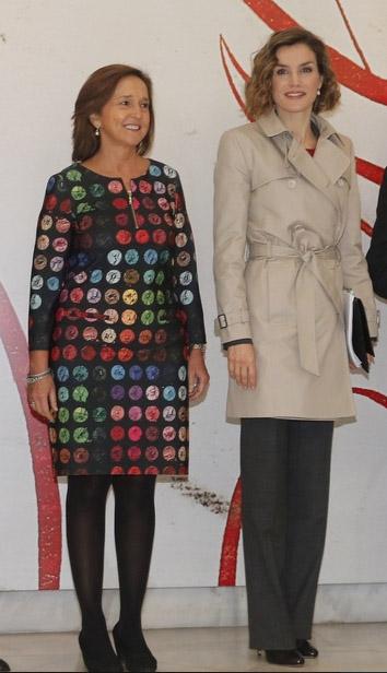 Doña Letizia con la directora de la Biblioteca Nacional, Ana Santos