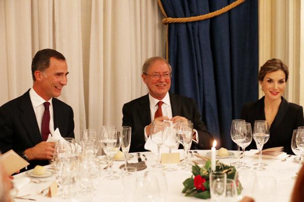 En la cena, junto a Félix de Azúa, ganador del certamen