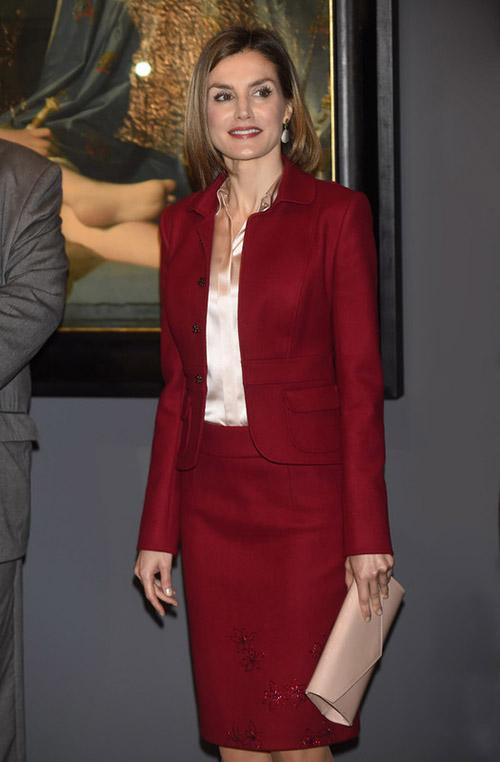 En la inaguración de Ingres, con traje de Felipe Varela