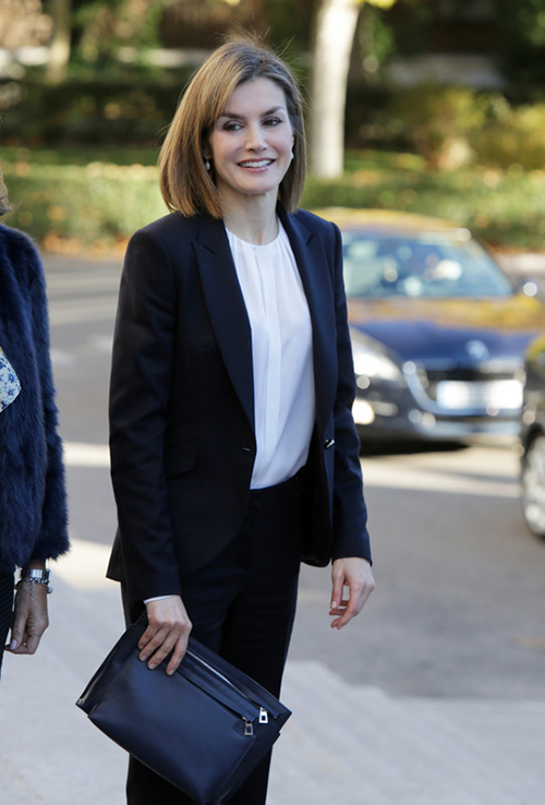 Letizia con un total look de Hugo Boss