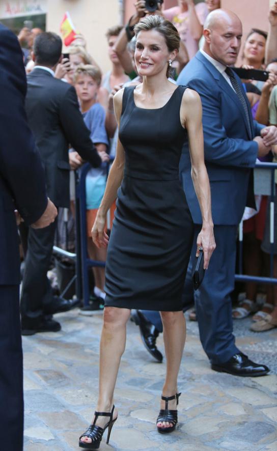En 2013 sorprendió en Miami con un vestido-atrevido-Pataky, y en 2014 volvió a usarlo en Málaga.