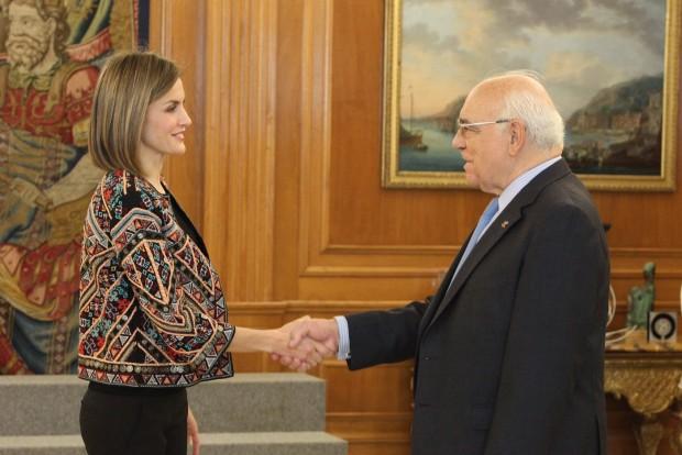 Su Majestad la Reina recibe el saludo del presidente de la FAD, Ignacio Bayón Mariné