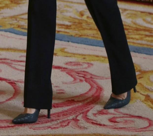 Zapatis nuevos, novísimos, ¿los amortizará tanto como sus Prada en charol negro?