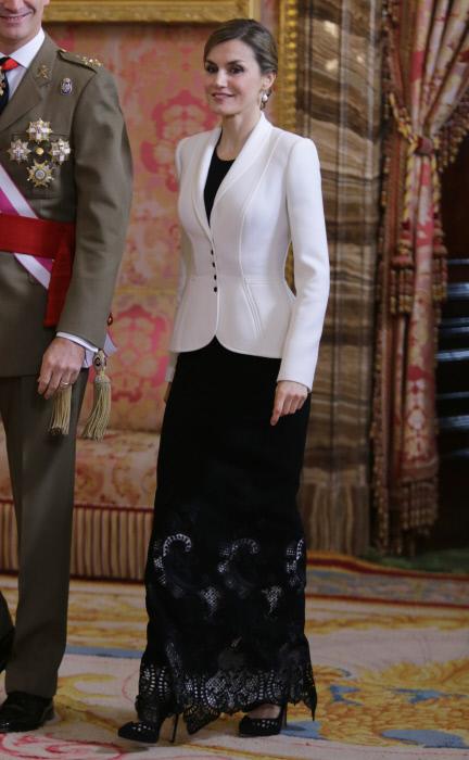 La Pascua Militar máas minimal de la Reina