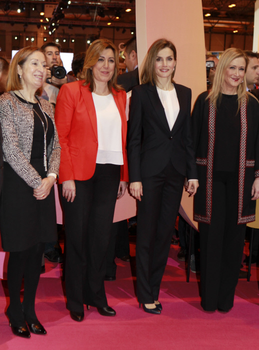 Letizia con Ana Pastor, Susana Díaz y Cristina Cifuentes.