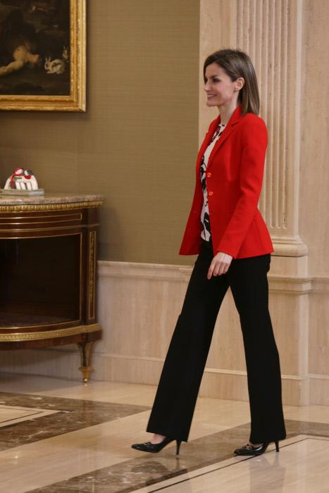 No hay tacón que se le resita a la reina Letizia