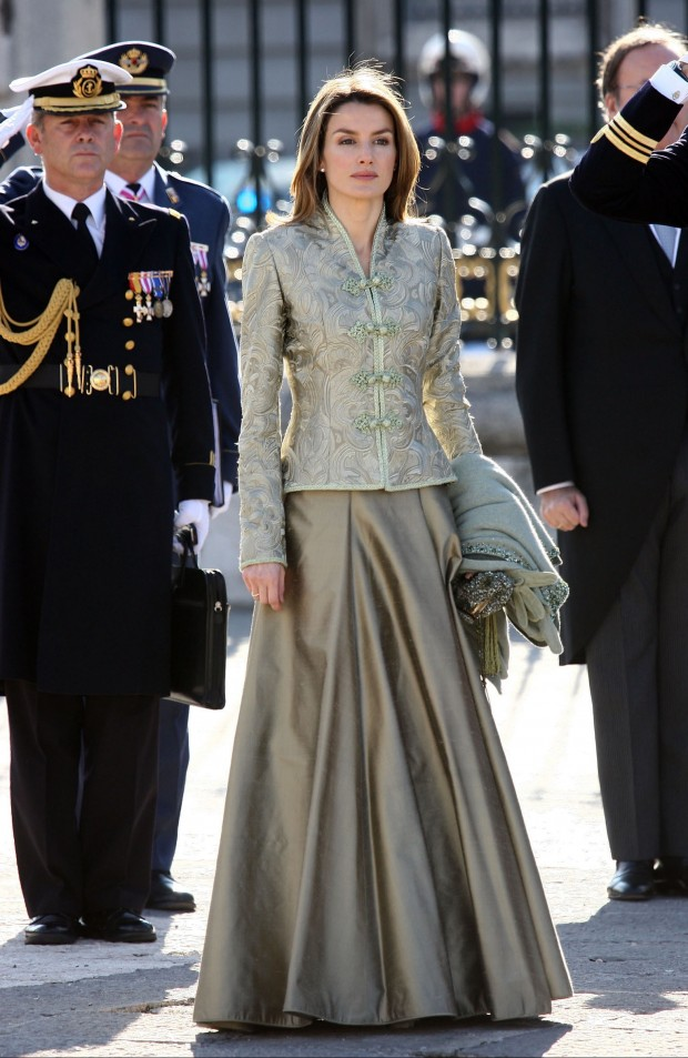 En 2008, la Entonces Princesa de Asturia repetía, cambiando la falda por esta de raso que hace aguas en verde