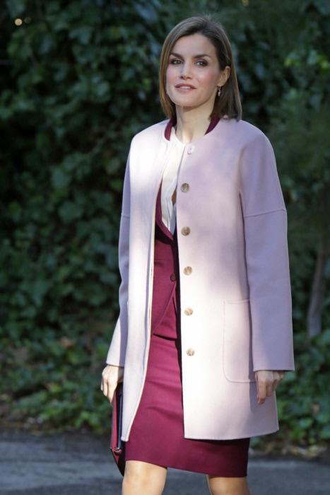 El abrigo rosa cuarzo aue tanto ha dado qué hablar los últimos días