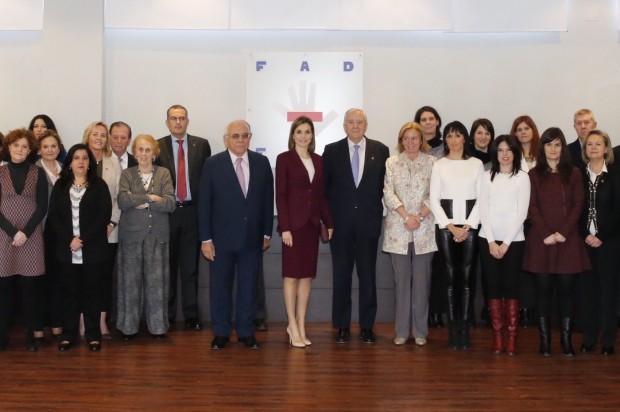 © Casa de S.M. el Rey Su Majestad la Reina acompañada por el personal de la Fundación de Ayuda contra la Drogadicción (FAD) Sede de la FAD. Madrid , 12.01.2016