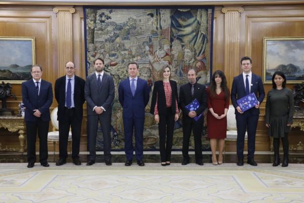 Doña Letizia, con la Junta Directiva de la Plataforma de Organizaciones de Infancia de España