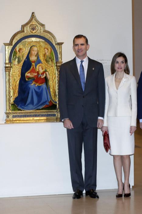 Felipe VI y Letizia, con su modelito nuevo, al aldo de la obra que ha costado 18 millones de euros a El Prado.