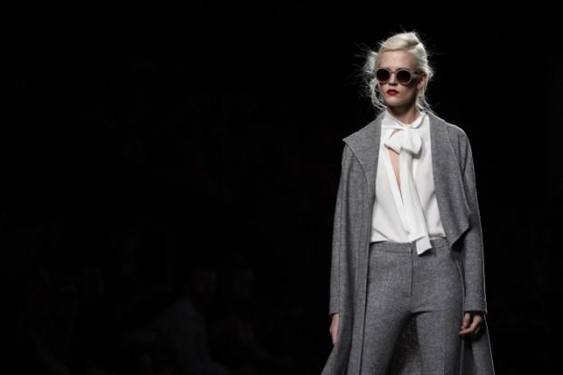 ¿Qué sería de nuestra Reina sin su look working girl?, Aquí una propuesta invernal, en gris y en lana fría