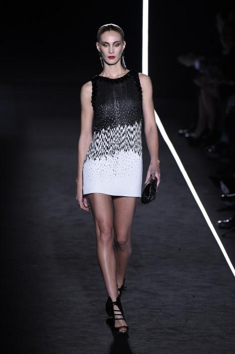 Este vestido de cóctel es uno de uno de, los pocos, outfits que podría ponerse la monarca, sin modificar ni una costura