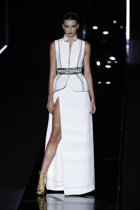 el vestido con el Felipe Varela cerró el desfilé ¿os imagináis con él a Letizia? Yo sí.