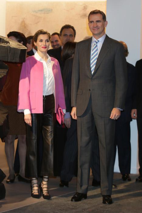 Letizia y su nueva chaquetita Rosa chicle