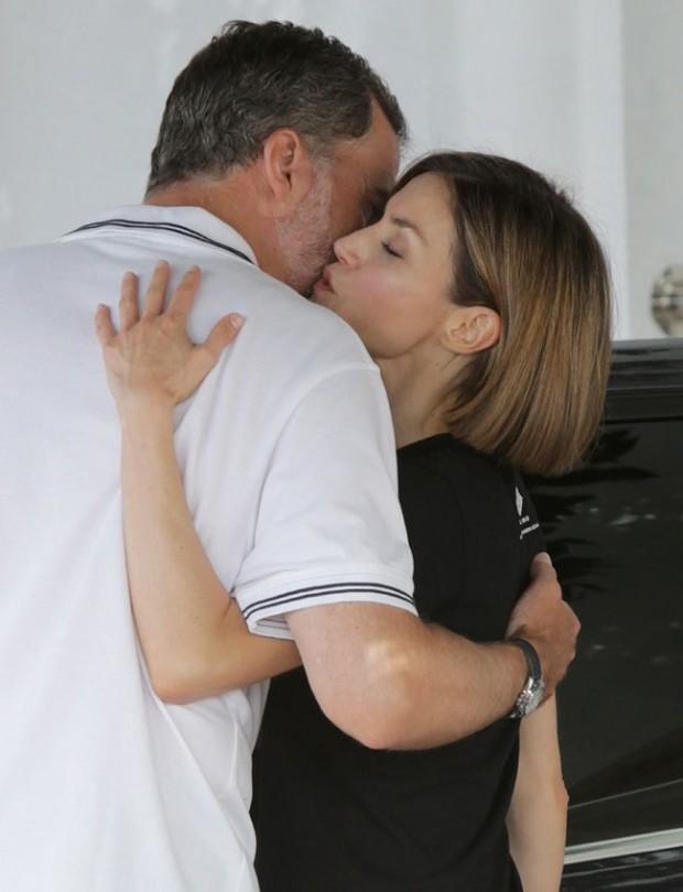 Y éste es hasta ahora el último beso ( que han captado las cámaras) de nuestros Monarcas, el pasado verano celebrando la final de la Copa del Rey