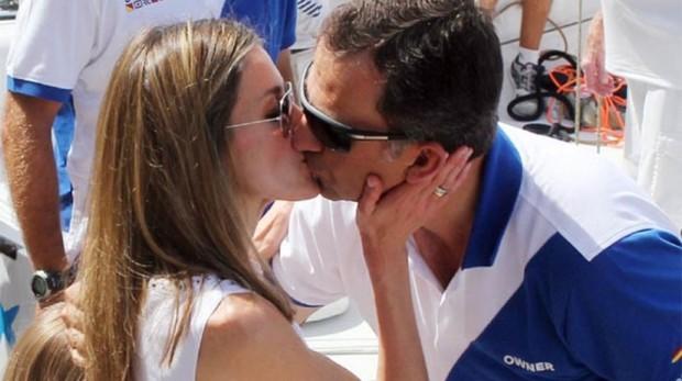 En 2011 y en el club Naútico de Menorca, Letizia le deseaba suerte así al por aquel entonces Príncipe regatista