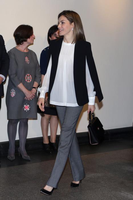 Letizia y su nueva blusa de Hugo Boss ¿cuántas van ya en este 2016?