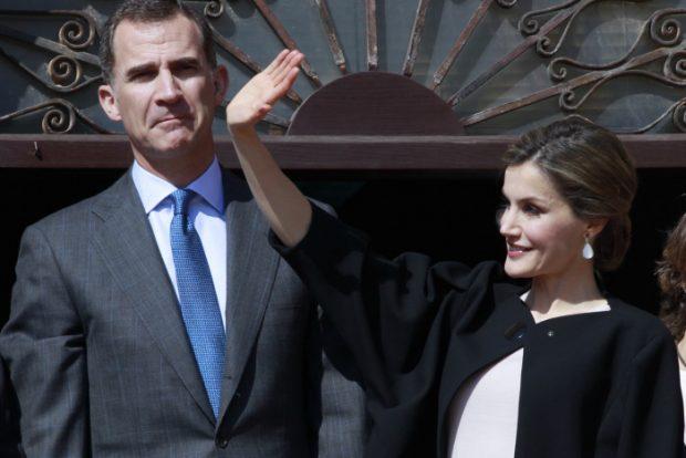 La Reina se puso sus pendientes de Tous de casi mil euros con esmeralda, turmalina y piedra de luna