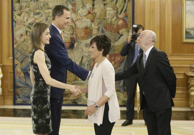 La reina saludó con una gran sonrisa a su íntima amiga y testigo de su boda, Sonsoles ónega